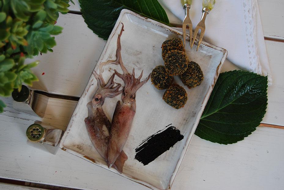 CROQUETAS CHIPIRONES EN SU TINTA - Croquetas de Chipierones en su Tinta, cremosas y de sabor intenso.
